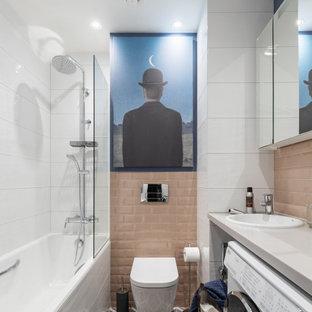 Пример оригинального дизайна: главная ванная комната в современном стиле с открытыми фасадами
