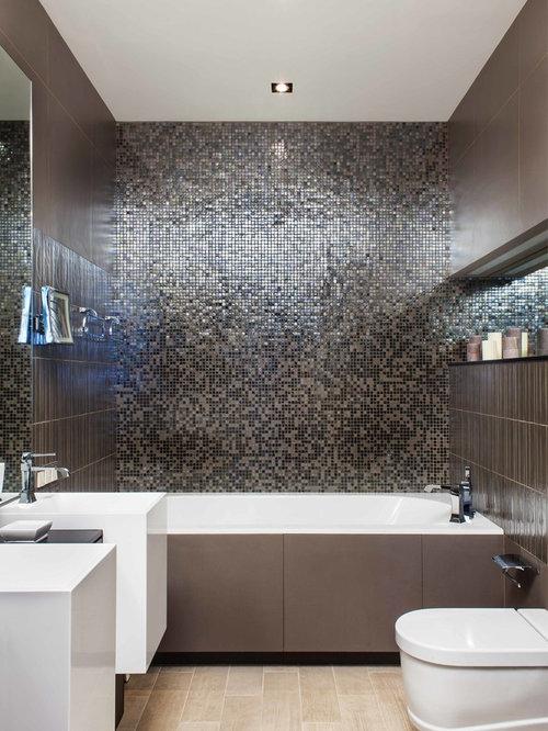 Salles de bains et wc avec un carrelage marron et un wc for Placard suspendu salle de bain