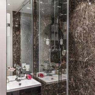 Свежая идея для дизайна: ванная комната в современном стиле с плоскими фасадами, черными фасадами, коричневой плиткой и душевой кабиной - отличное фото интерьера
