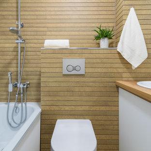 Свежая идея для дизайна: главная ванная комната в современном стиле с плоскими фасадами, белыми фасадами, ванной в нише, душем над ванной, раздельным унитазом, коричневой плиткой, накладной раковиной, коричневым полом, коричневой столешницей и гигиеническим душем - отличное фото интерьера