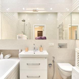 Источник вдохновения для домашнего уюта: главная ванная комната в скандинавском стиле с плоскими фасадами, белыми фасадами, ванной в нише, душем над ванной, инсталляцией и накладной раковиной