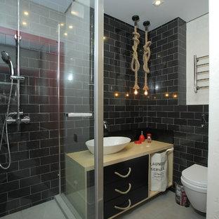 Новый формат декора квартиры: ванная комната в современном стиле с плоскими фасадами, настенным унитазом, черной плиткой, полом из керамогранита, настольной раковиной, черными фасадами, угловым душем, плиткой кабанчик, черными стенами и душевой кабиной