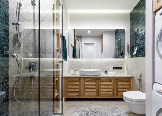 Современный Ванная комната by Remodel