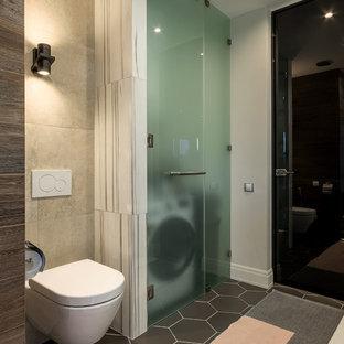 Imagen de cuarto de baño contemporáneo, de tamaño medio, con sanitario de pared y suelo gris