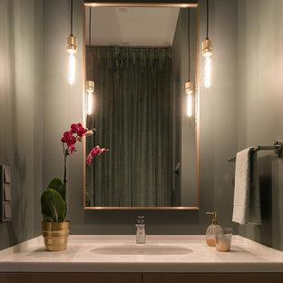 Неиссякаемый источник вдохновения для домашнего уюта: большая ванная комната в современном стиле с плоскими фасадами, коричневыми фасадами и столешницей из искусственного кварца