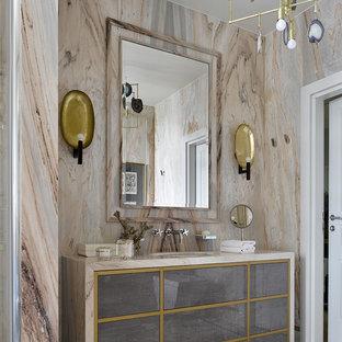 На фото: ванная комната в современном стиле с плоскими фасадами, серыми фасадами, бежевой плиткой, врезной раковиной и бежевой столешницей с