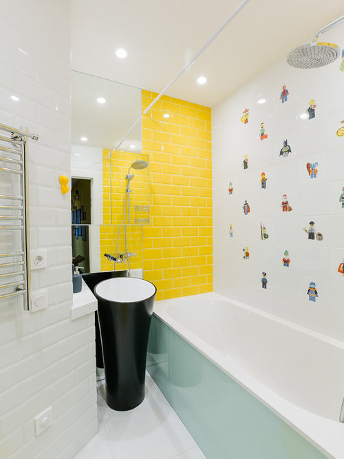 salle de bain avec un carrelage jaune et un mur jaune photos et id es d co de salles de bain. Black Bedroom Furniture Sets. Home Design Ideas