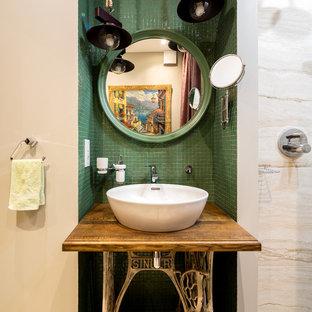 Удачное сочетание для дизайна помещения: ванная комната в стиле фьюжн с зеленой плиткой, плиткой мозаикой, бежевыми стенами, душевой кабиной, настольной раковиной, столешницей из дерева и коричневой столешницей - самое интересное для вас