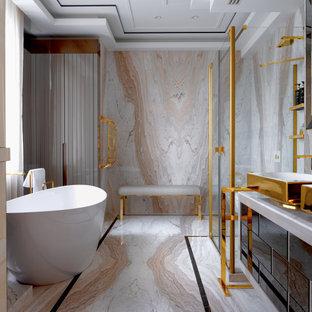 На фото: главная ванная комната в современном стиле с отдельно стоящей ванной, бежевой плиткой, настольной раковиной, плоскими фасадами, черными фасадами, угловым душем, плиткой из листового камня, бежевым полом, душем с распашными дверями и белой столешницей