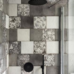 Foto di una piccola stanza da bagno con doccia moderna con piastrelle grigie, piastrelle in ceramica e doccia ad angolo