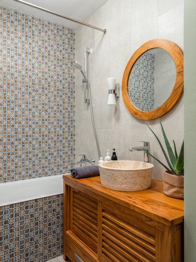 Eclectic Bathroom by MO interior design