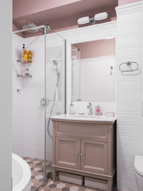 Salle de bain avec un wc suspendu et un mur rose photos for Placard suspendu salle de bain
