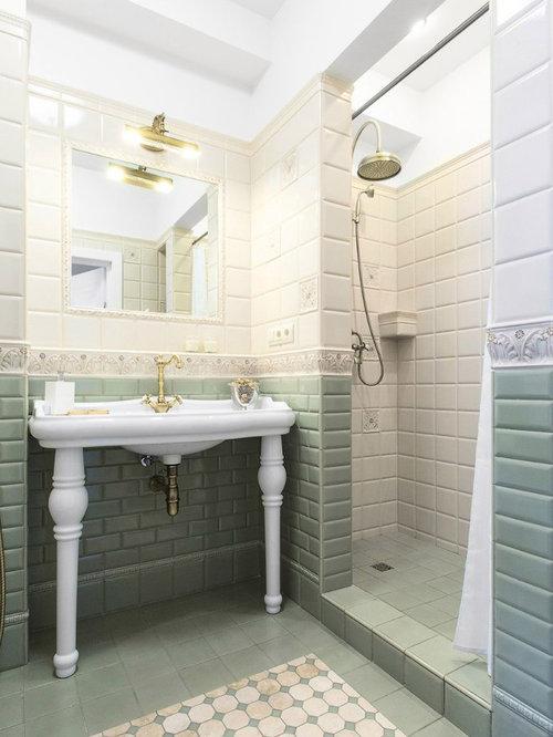 Salle d 39 eau avec un carrelage vert et un carrelage m tro for Carrelage vert d eau