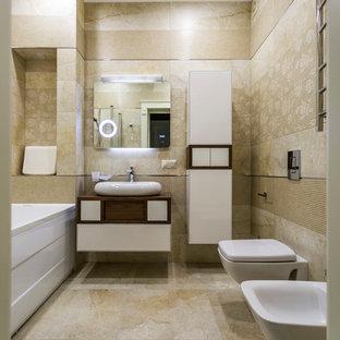 Пример оригинального дизайна: ванная комната в современном стиле с плоскими фасадами, белыми фасадами, накладной ванной, биде, бежевой плиткой, бежевыми стенами, настольной раковиной, столешницей из дерева, бежевым полом и коричневой столешницей