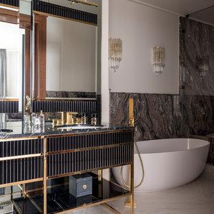 Идея дизайна: главная ванная комната в современном стиле с черными фасадами, отдельно стоящей ванной, белыми стенами, врезной раковиной, белым полом и черной столешницей