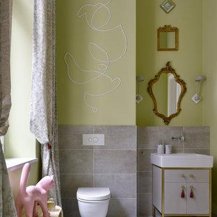 Идея дизайна: детская ванная комната в стиле фьюжн с серыми фасадами, серой плиткой, зелеными стенами, тумбой под одну раковину, напольной тумбой, плоскими фасадами, консольной раковиной и серым полом