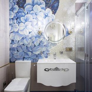 Свежая идея для дизайна: ванная комната в стиле современная классика с белыми фасадами, душем в нише, раздельным унитазом, разноцветной плиткой, плиткой мозаикой, душевой кабиной, синим полом, душем с раздвижными дверями и монолитной раковиной - отличное фото интерьера