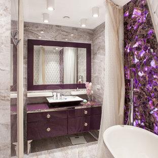 Immagine di una stanza da bagno padronale bohémian con ante di vetro, vasca freestanding, vasca/doccia, WC sospeso, piastrelle multicolore, piastrelle in ceramica, pareti viola, pavimento con piastrelle in ceramica, lavabo a bacinella e top in vetro