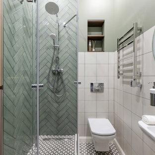 Идея дизайна: ванная комната в классическом стиле с угловым душем, зеленой плиткой, зелеными стенами, душевой кабиной, подвесной раковиной и разноцветным полом