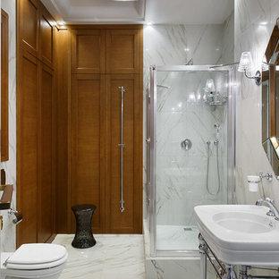 Стильный дизайн: ванная комната в стиле современная классика с ванной на ножках, белой плиткой, душевой кабиной, консольной раковиной, белым полом, угловым душем, инсталляцией и душем с распашными дверями - последний тренд