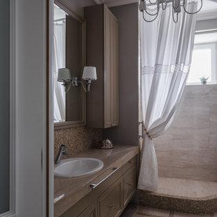 Свежая идея для дизайна: ванная комната в стиле современная классика с коричневыми фасадами, угловым душем, коричневой плиткой, плиткой мозаикой, душевой кабиной, накладной раковиной, бежевым полом, шторкой для душа и бежевой столешницей - отличное фото интерьера