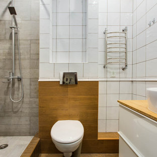 Неиссякаемый источник вдохновения для домашнего уюта: ванная комната в современном стиле с белыми фасадами, открытым душем, инсталляцией, открытым душем и коричневой столешницей