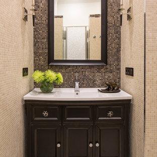 Idee per una stanza da bagno tradizionale con piastrelle beige, piastrelle multicolore, pavimento in gres porcellanato, lavabo integrato, consolle stile comò, ante in legno bruno e piastrelle a mosaico