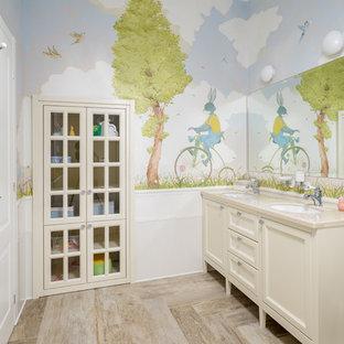 Идея дизайна: детская ванная комната в стиле современная классика с фасадами с утопленной филенкой, бежевыми фасадами, разноцветными стенами, врезной раковиной, бежевым полом и бежевой столешницей
