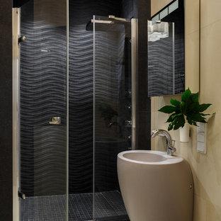 Свежая идея для дизайна: ванная комната в современном стиле с бежевой плиткой, черной плиткой и бежевым полом - отличное фото интерьера