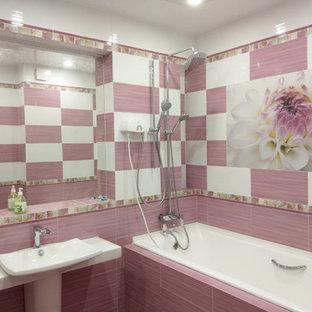 Esempio di una grande stanza da bagno padronale contemporanea con vasca con piedi a zampa di leone, doccia doppia, piastrelle bianche, piastrelle in ceramica, pavimento con piastrelle in ceramica e pavimento viola