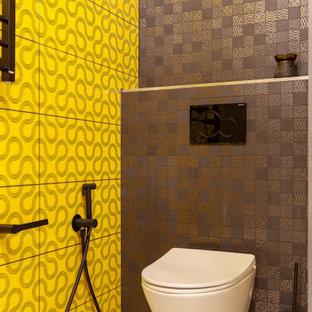 Неиссякаемый источник вдохновения для домашнего уюта: ванная комната среднего размера в стиле лофт с плоскими фасадами, черными фасадами, душем в нише, инсталляцией, желтой плиткой, керамической плиткой, зелеными стенами, полом из мозаичной плитки, душевой кабиной, накладной раковиной, столешницей из искусственного камня, белым полом, душем с раздвижными дверями и белой столешницей