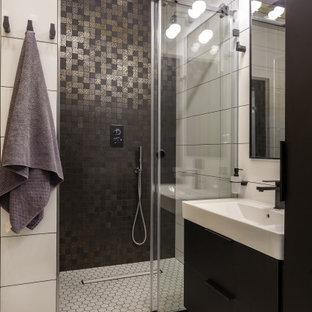 Стильный дизайн: ванная комната среднего размера в стиле лофт с плоскими фасадами, черными фасадами, душем в нише, инсталляцией, желтой плиткой, керамической плиткой, зелеными стенами, полом из мозаичной плитки, душевой кабиной, накладной раковиной, столешницей из искусственного камня, белым полом, душем с раздвижными дверями и белой столешницей - последний тренд