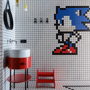 На фото: детская ванная комната в стиле лофт с фасадами островного типа, красными фасадами, разноцветной плиткой, полом из мозаичной плитки, настольной раковиной и разноцветным полом