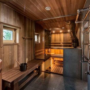 На фото: баня и сауна в стиле кантри с