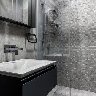 Стильный дизайн: ванная комната в современном стиле с плоскими фасадами, черными фасадами, серой плиткой, душевой кабиной, монолитной раковиной, серым полом, душем с раздвижными дверями, тумбой под одну раковину и подвесной тумбой - последний тренд