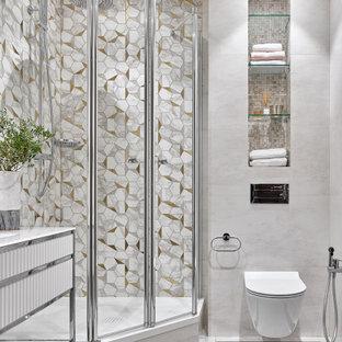 На фото: ванная комната среднего размера в стиле неоклассика (современная классика) с белыми фасадами, угловым душем, инсталляцией, разноцветной плиткой, серой плиткой, душевой кабиной, серым полом, напольной тумбой и гигиеническим душем с