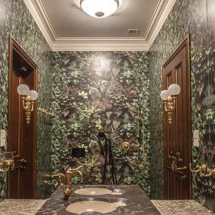 На фото: ванные комнаты в викторианском стиле с зелеными стенами и накладной раковиной