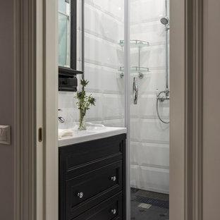 Foto de cuarto de baño con ducha, clásico, pequeño, con puertas de armario negras, ducha esquinera, baldosas y/o azulejos blancos, ducha con puerta con bisagras, armarios tipo mueble, suelo multicolor y encimeras blancas