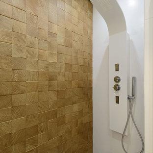 На фото: ванные комнаты в современном стиле с душем в нише, белой плиткой, коричневой плиткой, полом из мозаичной плитки, душевой кабиной и белым полом