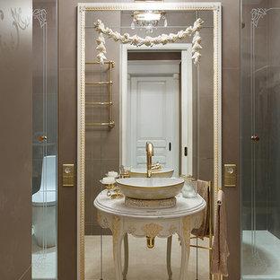 Новые идеи обустройства дома: ванная комната в классическом стиле с настольной раковиной