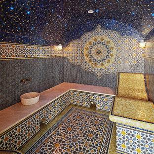Свежая идея для дизайна: хамам среднего размера в средиземноморском стиле с плиткой мозаикой и настольной раковиной - отличное фото интерьера