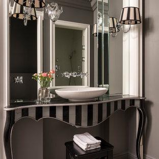 Идея дизайна: ванная комната в стиле фьюжн с серыми стенами и настольной раковиной