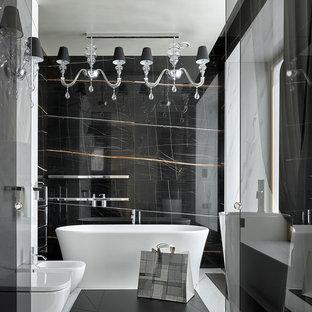 На фото: огромные главные ванные комнаты в современном стиле с отдельно стоящей ванной, белым полом, черной плиткой и черными стенами