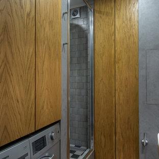 Удачное сочетание для дизайна помещения: ванная комната в современном стиле с серыми стенами и душевой кабиной - самое интересное для вас