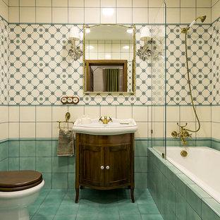 На фото: главная ванная комната в классическом стиле с фасадами островного типа, темными деревянными фасадами, накладной ванной, душем над ванной, разноцветной плиткой, разноцветными стенами, бирюзовым полом и акцентной стеной