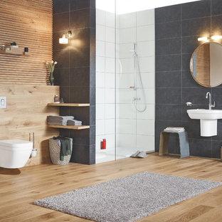 Источник вдохновения для домашнего уюта: ванная комната в современном стиле с душем в нише, инсталляцией, душевой кабиной, подвесной раковиной и коричневым полом