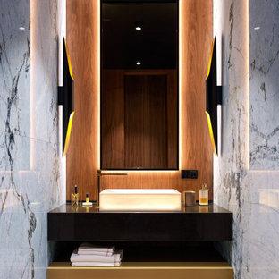 Свежая идея для дизайна: ванная комната в стиле модернизм с настольной раковиной и встроенной тумбой - отличное фото интерьера
