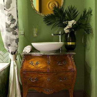Idée de décoration pour une petite salle de bain principale tradition avec un carrelage vert, un carrelage en pâte de verre, un mur vert, un sol en carrelage de céramique, un plan de toilette en marbre, une cabine de douche avec un rideau, un plan de toilette vert, des portes de placard en bois sombre, une vasque et un sol beige.