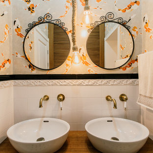 Foto de cuarto de baño principal, mediterráneo, grande, con bañera empotrada, sanitario de pared, baldosas y/o azulejos blancos, baldosas y/o azulejos de cemento, suelo con mosaicos de baldosas, lavabo sobreencimera, encimera de madera y suelo blanco