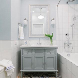 На фото: главная ванная комната в стиле современная классика с серыми фасадами, белой плиткой, разноцветным полом, шторкой для ванной, фасадами островного типа, накладной ванной, душем над ванной, синими стенами и полом из цементной плитки с